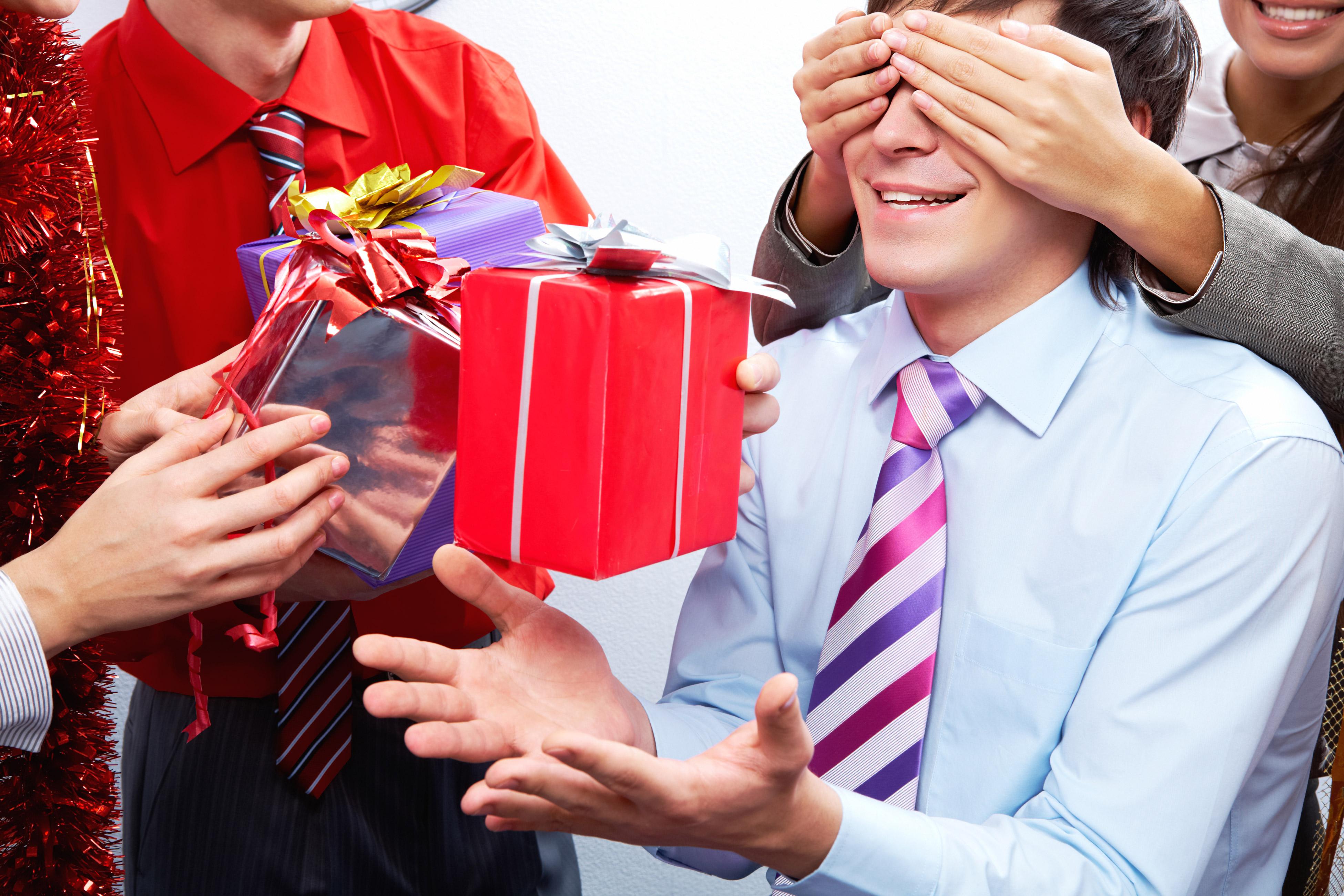 Idée Cadeau Pot De DéPart Idées cadeaux   Top 10 des meilleurs cadeaux à offrir à un pot de