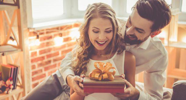 Les meilleures idées cadeaux pour surprendre votre femme à son anniversaire