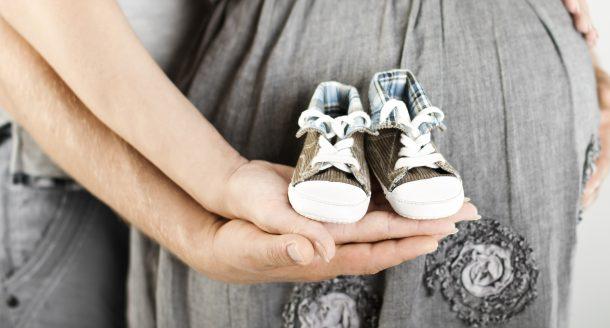 Sélection des plus beaux cadeaux de naissance pour gâter un couple de jeunes parents !