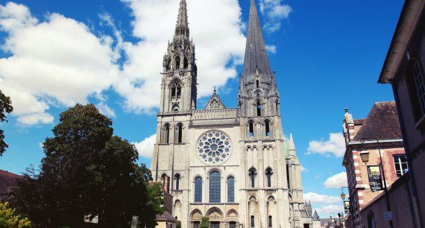 Zoom sur la Cathédrale de Chartres et son histoire incroyable !
