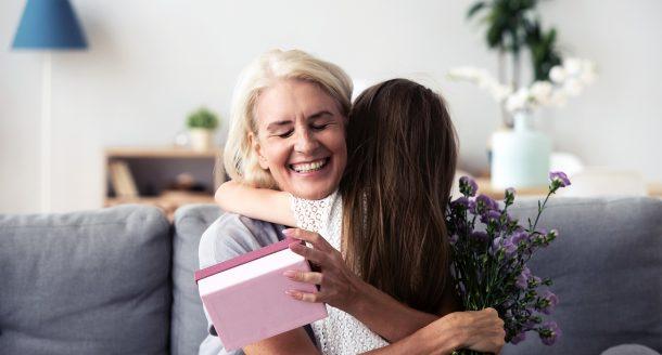 Des idées cadeaux qui vont ravir votre mamie. Découvrez notre sélection de cadeaux !